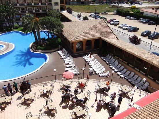Luna Park Hotel : scorcio  del terrazzo e della piscina all'aperto