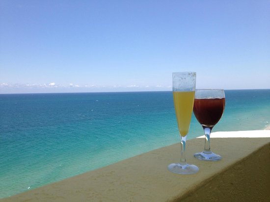Pelican Grand Beach Resort, A Noble House Resort : Don't miss the Sunday Brunch
