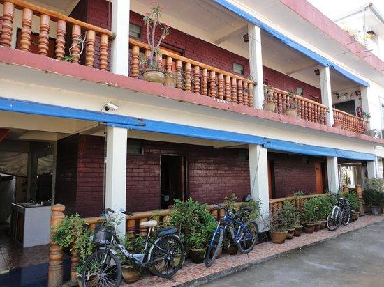 Portside Hotel: Costado del hotel