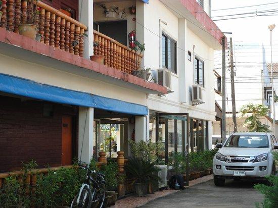 Portside Hotel: Costado, donde hay sillas
