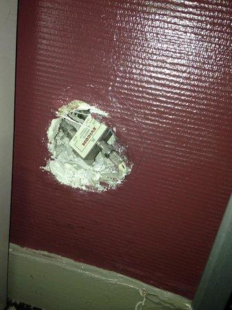 Mercure Paris La Defense Grande Arche Hotel: Random hole in the wall!!