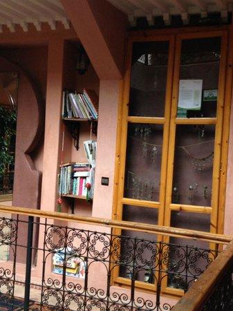 Riad Zayane Atlas: Library