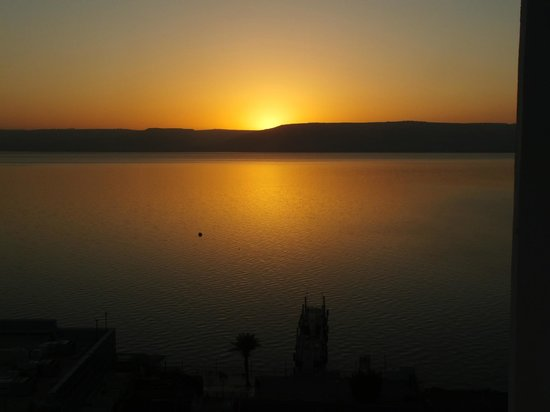 Leonardo Plaza Hotel Tiberias: Sunrise from balcony