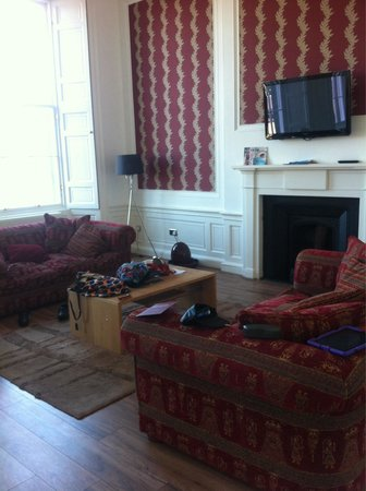 Destination Edinburgh York Place Luxury Apartments : Living room