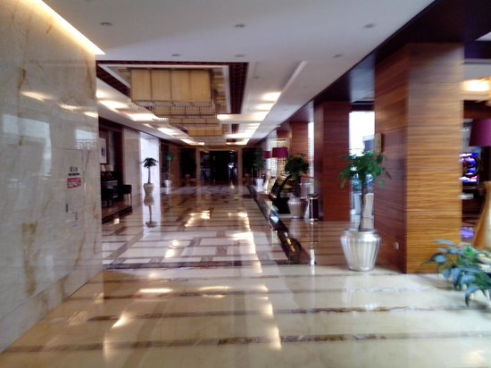 Royal Palace Hotel: Первый этаж