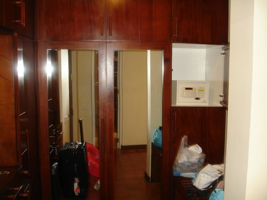 Club Palm Bay Hotel: шкаф и сейф