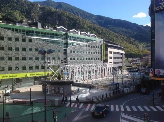 NH Hesperia Andorra La Vella: вид из окна номера на 2 этаже