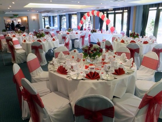 Frensham Pond Hotel: Glorious wedding set up