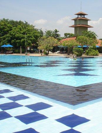 Club Palm Bay Hotel: бассейн