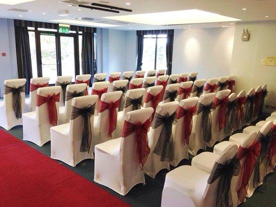 Frensham Pond Hotel : Beautiful civil wedding set up