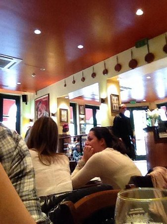 Pizza Metro Pizza: Interior