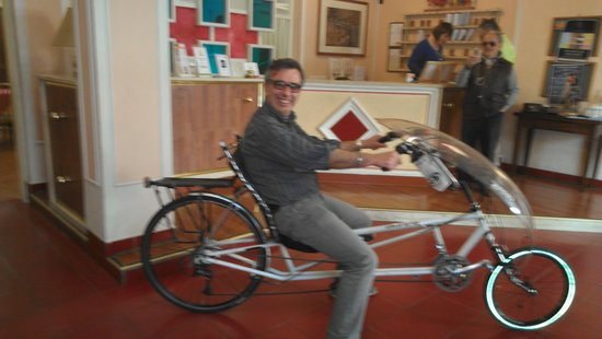 Hotel Iris Crillon : trying out the recumbant