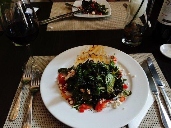 Il Grillo: Ensalada Mediterránea!! Excelente opción, un sabor muy diferente con las aceitunas carbonizadas.