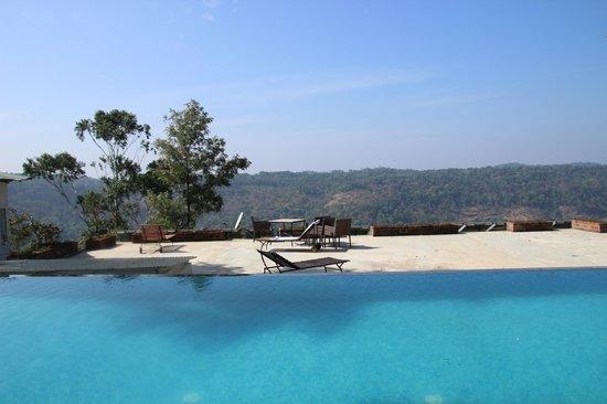 SpiceTree Munnar: Blick über den Pool
