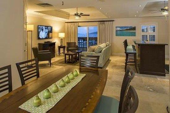 Grande Bay Resort : Club 2 Bedroom Living Room