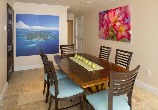 Grande Bay Resort : Club 2 Bedroom Dining