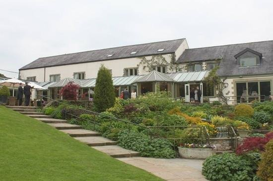 Gibbon Bridge Hotel : view of the Hotel from the gardens
