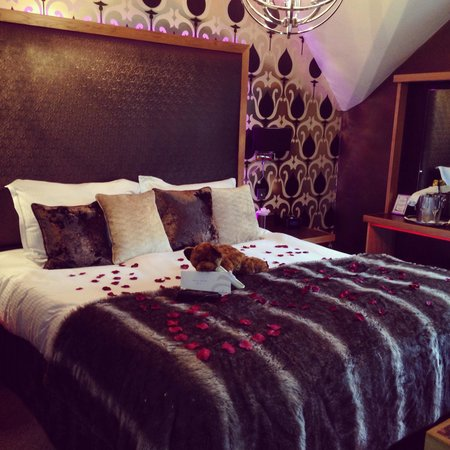 Cranleigh Boutique: Bed with rose petals