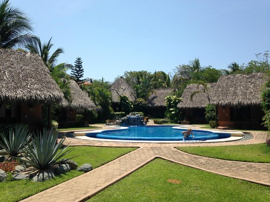 The Inn at Manzanillo Bay: alberca y cuartos