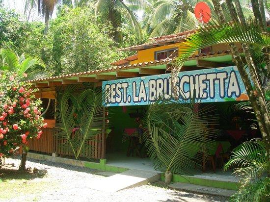 Albergue La Piña B&B: La Bruschetta Restaurant in LaPiña