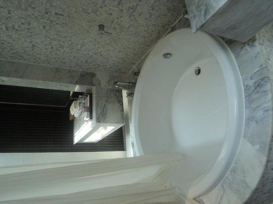Centara Villas Samui : bathroom
