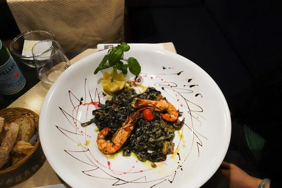 Le Statu.co : Black Linguini with Sea Food