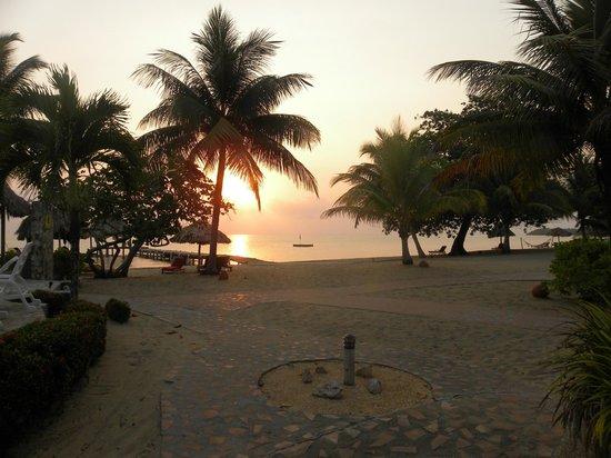 Jaguar Reef Lodge & Spa: Sunrise
