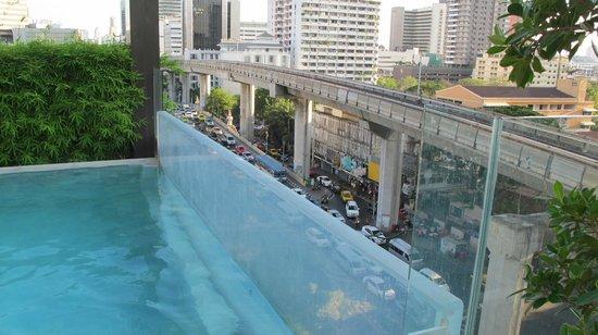 VIE Hotel Bangkok, MGallery by Sofitel : Pool