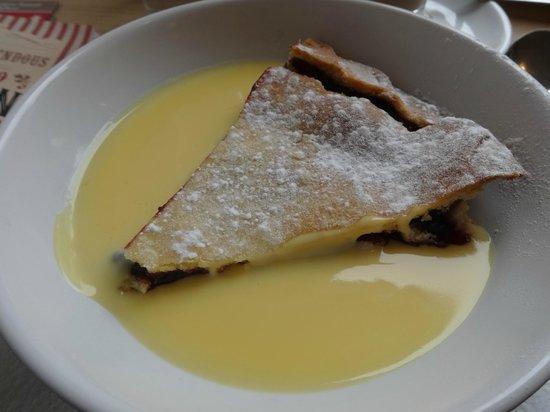Indulgence Cafe: Fruit pie and custard