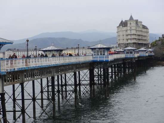 The Grand Hotel - Llandudno: Pier and The Grand Hotel