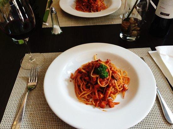 Il Grillo: Pasta Arrabiata. Buen sabor es con pasta fresca.