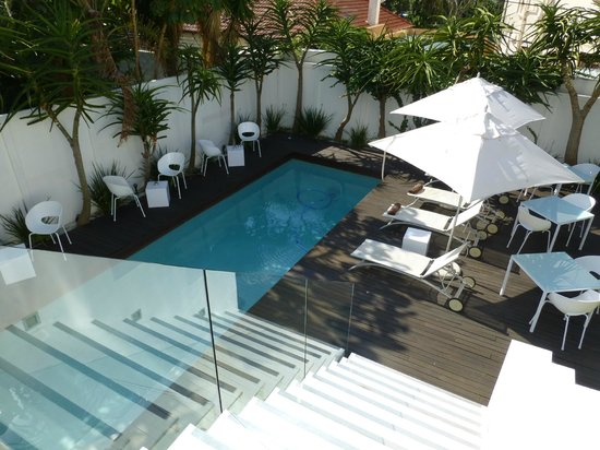 Villa Zest Boutique Hotel: View to the pool