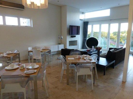 Villa Zest Boutique Hotel: Lounge and breakfast area