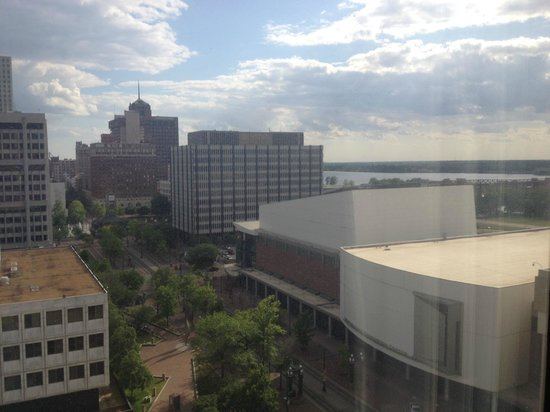 Sheraton Memphis Downtown Hotel: The view out our window