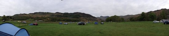 Great Langdale, UK: Panorama from our tent in one of the lower fields.