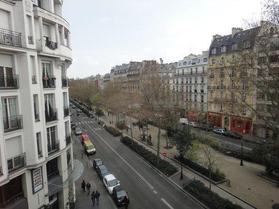 Hotel le Chat Noir: vue de la chambre 403