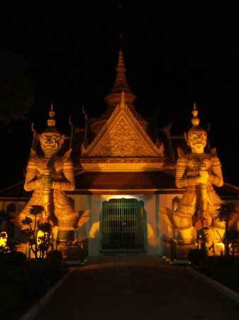 Temple de l'Aube (Wat Arun) : wat arun grounds