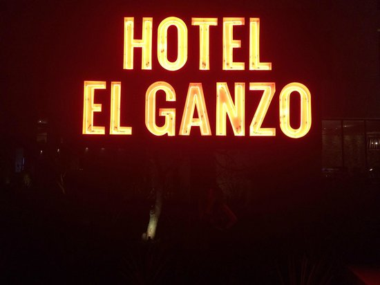 Hotel El Ganzo: In front of the hotel
