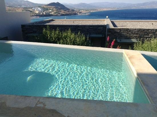 Lindos Blu: shared pool room