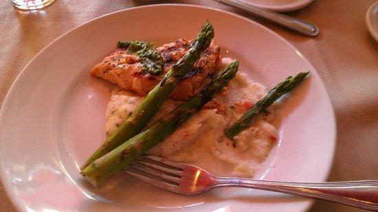 Red Raven Restaurant: Salmon with cilantro pesto half gone. Yum