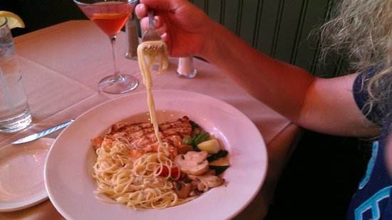 Red Raven Restaurant : Salmon over alfredo angel hair. Paired Cosmo.
