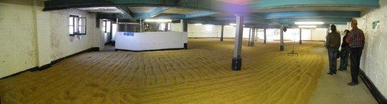 Bowmore Distillery : The Barley at Bowmore