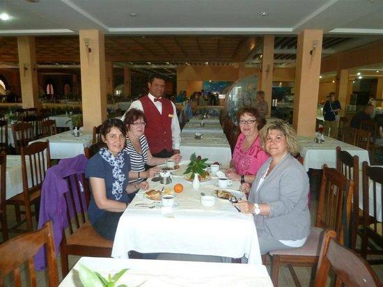 Hotel Paradis Palace : Avec Chouchou, aux p'tits soins au p'tit déj et au dîner