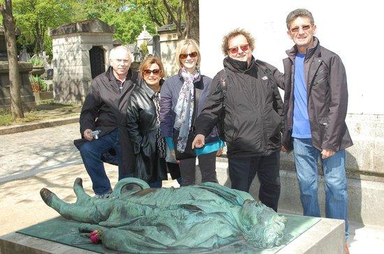 Sight Seeker's Delight Unique Walking Tours: Sur la tombe de Victor Noir et son fameux gisant
