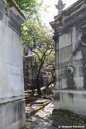 Sight Seeker's Delight Unique Walking Tours: Monuments funéraires du Père Lachaise