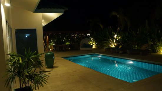 Shiva Samui: pool by night