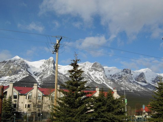 Canmore Rocky Mountain Inn : View from our ground floor patio