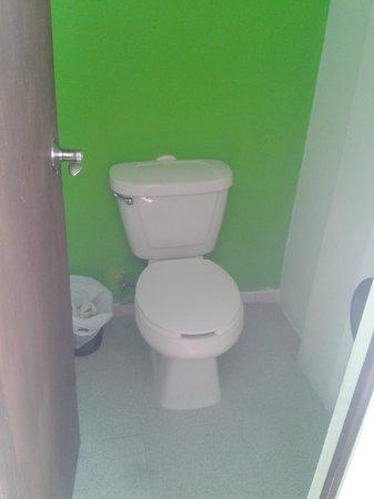 Hostel Amigo Suites : El baño... Sin ventilación