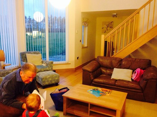 Swandown Lodges: Great living room - grandpa not included!