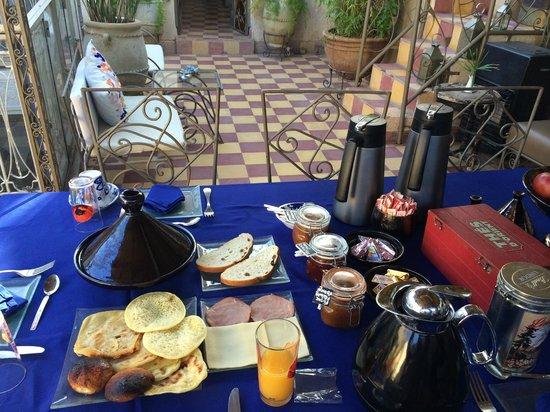 Riad Dar Khmissa: petit déjeuner